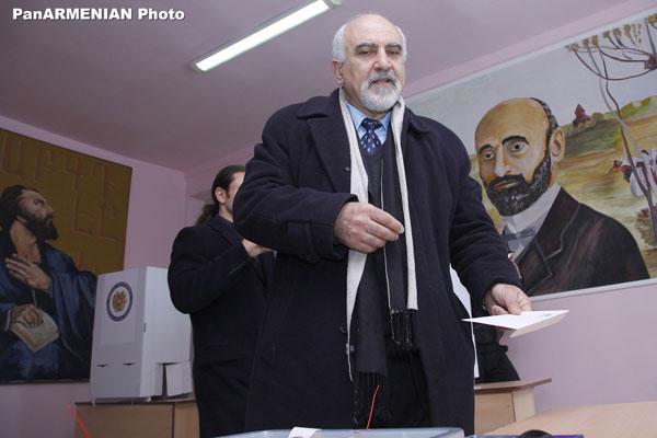 Պարույր Հայրիկյան. «Կարող եք վստահ լինել, որ Հայաստանում մեկ մարդ արդեն քվեարկել է Պարույր Հայրիկյանի օգտին»